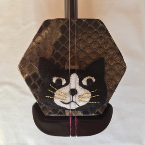コントロールマスコット(ハチ割れ黒ブチ猫)