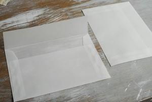中が見える半透明のトレーシングペーパー封筒