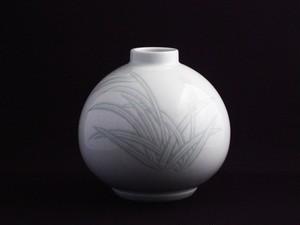 【井上萬二作】白磁緑麦彫文壷