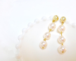 Three pearl pierce