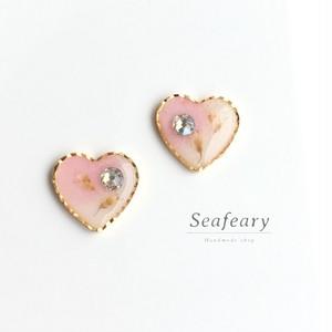 ピンクハートの可愛いボタニカルピアスorイヤリング