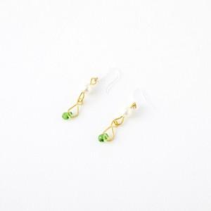 緑の雫と真珠のピアス
