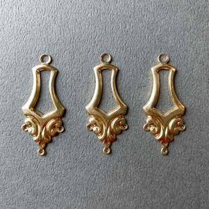 USA真鍮模様付歪み五角形フレームチャーム(下3カン)