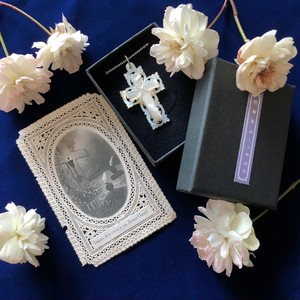 真珠貝の十字架と十字架のホーリカード