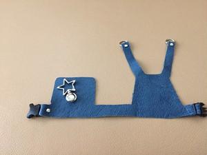 青い革のハーネス 星の金具 L