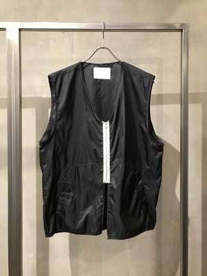 TrAnsference zip nylon vest - black