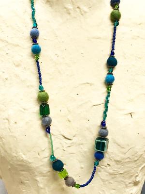 Item559-F 「緑の淵 黄緑×新緑」ふわふわ玉とヴェネチアンキューブのネックレス