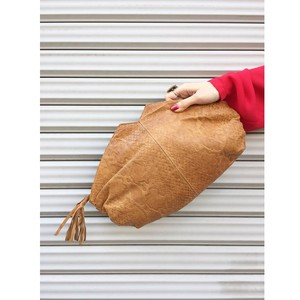beige leather clutch bag [B320]
