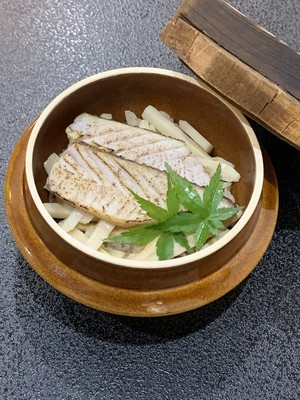 冷凍でご自宅に郵送!!さわらと筍の釜飯2個セット