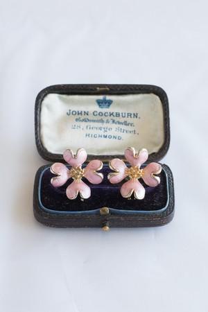 【Run Rabbit Run Vintage 】Pink enamel dogwood pierce