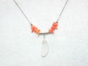 シーグラスとサンゴのネックレス