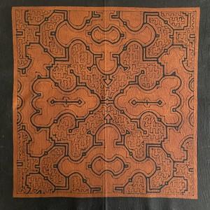 泥染め布中型途中図2茶 57x57cm シピボ族の泥染め タペストリー 額装 AAA