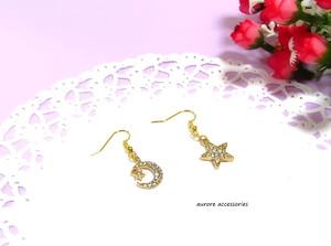 star & moon pierced earrings ピアス/14kgfピアス/イヤリング/樹脂ピアス/樹脂ノンホールピアス 左右違い 星 月 ゴールド 夜空 宇宙 アシンメトリー 上品