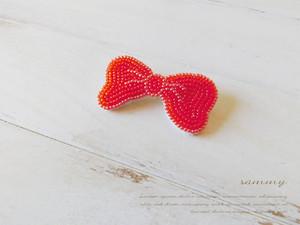 蝶ネクタイブローチ