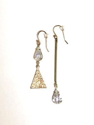 【TAMARI 】Triangle glass drop pierce