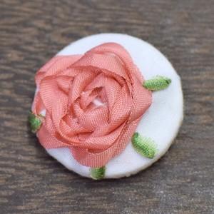 バラのくるみボタン