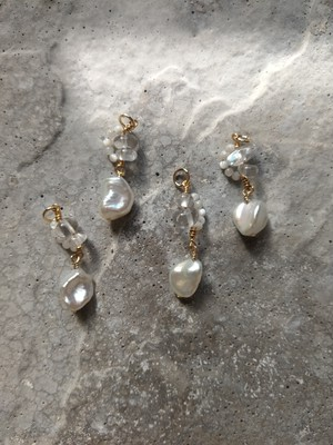 baroque pearl oval mix charm