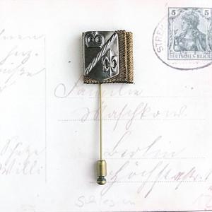 ユリの勲章 / ピンブローチ(flag)
