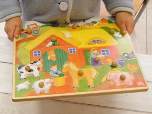 【1歳からのおもちゃ 出産祝い】 ポッチ付パズル まきば 脳の発達を助けます!