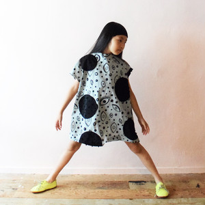E/G UNEVEN DOTS ASYMMETRIC SLEEVES DRESS