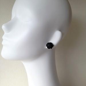 SALE(定価8640)rattan ピアス・イヤリング〈ブラック〉