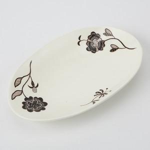 木村きっこ 作 -楕円形 白黒平皿-   by Kikko Kimura