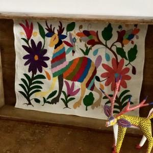 メキシコ オトミ族の刺繍_鹿一頭