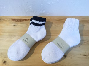 "UNIVERSAL PRODUCTS.""3P SOCKS"""