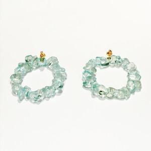 丸い形の石のイヤリング