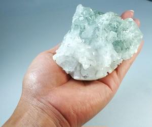 中国 広東省産 「フローライトイン水晶クラスター(レインボー入り)」 大サイズ 約338g