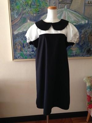 2色の生地が演出するシンプル&スタイリッシュなAラインの丸襟ワンピース。ツートン【黒&オフホワイト】 一点物