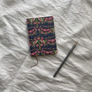 世界のプリントペーパーを使ったノート   手刷り木版紺地に鳥の模様