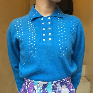 VINTAGE design sweater with double button x Rhein stone