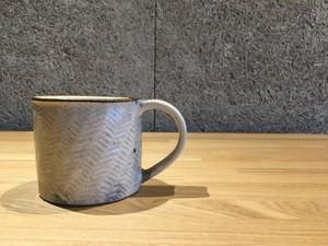 《作家名・江口誠基》 彫粉引・マグカップ