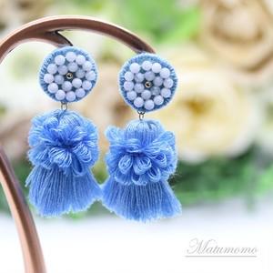 【受注生産】つぶつぶ刺繍とタッセルの14kgfピアス(ブルー)