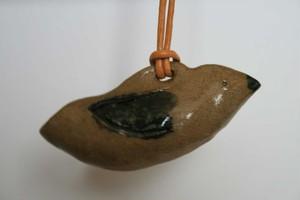 鳥の土笛ペンダント0010