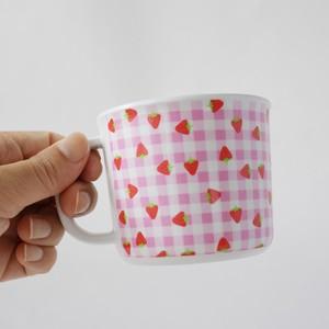 マグカップ 〇なんだか懐かしい、ピンクのギンガムに小さい苺
