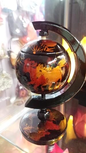 ベトナム雑貨PhiPhi・漆塗り地球儀アシュトレイ・灰皿