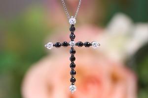 K18WG クロス ダイヤモンド ブラックダイヤ 十字架 1カラット ネックレス