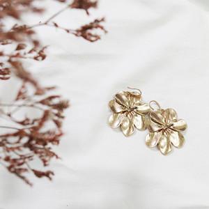 フラワーモチーフピアス(シルバー・ゴールド)|花柄 ヴィンテージ