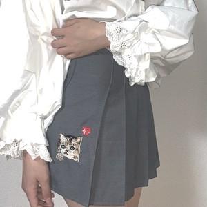 【石川 翔鈴さん着用】子猫刺繍入りプリーツミニスカート