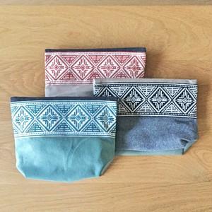 マルチカラーの刺繍ポーチ Lサイズ by Tribalogy