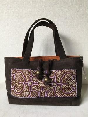 泥染め刺繍厚底バッグ 薄紫刺繍草木染め巾着ふた アマゾンシピボ族の刺繍