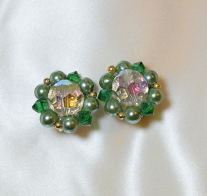 "VINTAGE ""LISNER"" cut glass x green beads earring"