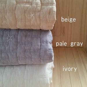 a)ジグザグ星刺繍入りイブルキルティングマット/155x205(3色)