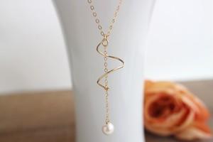スパイラルトップ・あこやバロック本真珠のネックレス