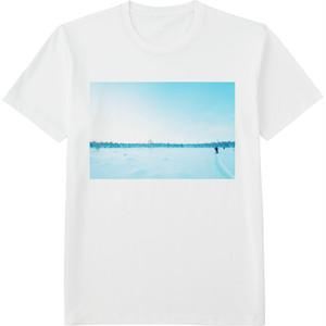 80.Finland100 Tシャツ / 白と青の世界