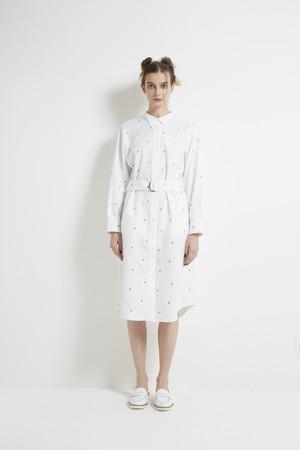 【MONO×MIDDLA】 LADY'S MONO EMBROIDERY WING COLLAR SHIRT DRESS