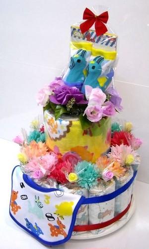 ご出産お祝い<おむつケーキ> 可愛いくって人気の「2段おむつケーキ」 ロディR (男の子用ブルーリボン)おむつ30枚使用の豪華版