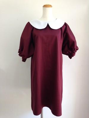 ふっくら袖とミニ丈がエレガントで可愛い、丸襟Aラインワンピース(ボルドー)。一点物